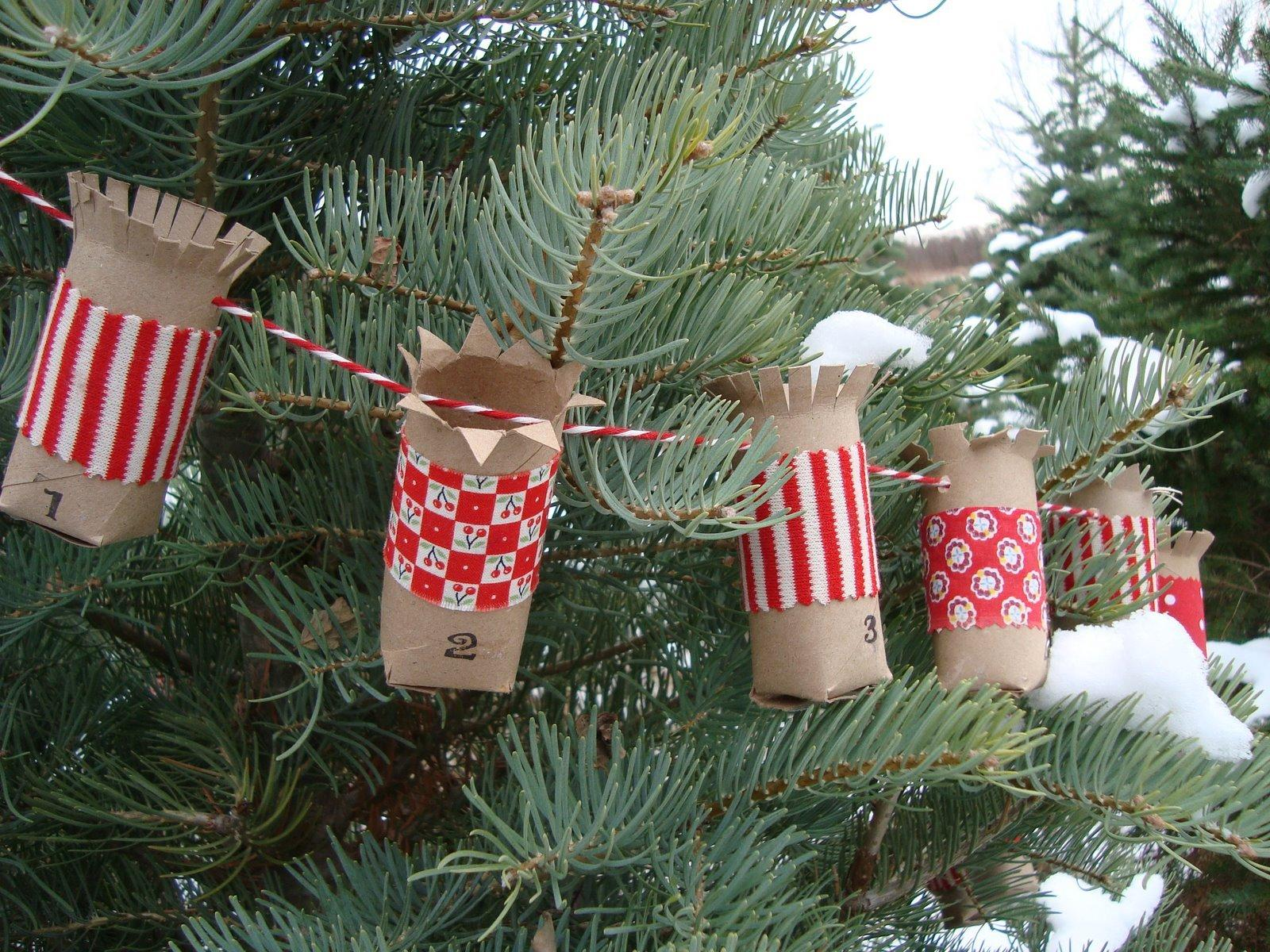 Festive diy christmas crafts from toilet paper rolls 20 festive diy christmas crafts from toilet paper rolls jeuxipadfo Image collections