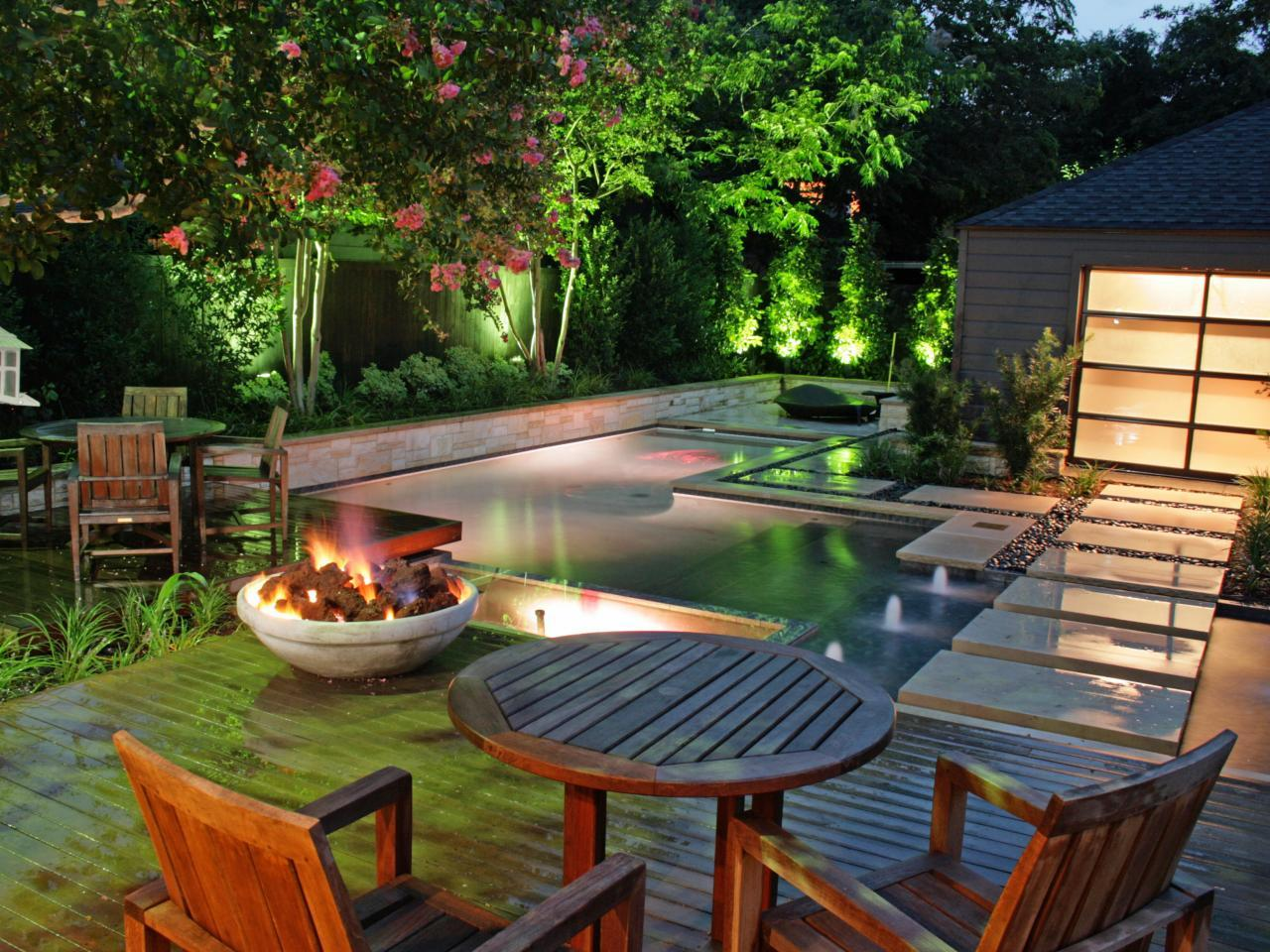Turn your backyard into beautiful lounge place with these for Pool designs for large backyards