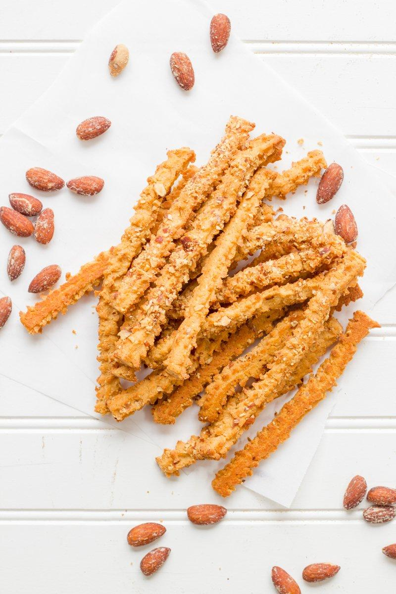 SMOKEHOUSE CHEDDAR CHEESE STRAWS