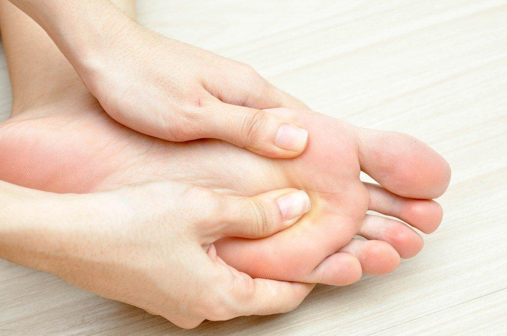 hereu0027s why itu0027s so important for you to massage your feet before going to bed