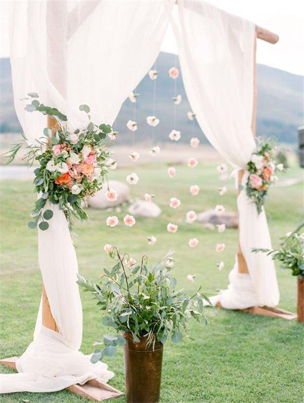 Wedding arch decorations wedding photography 18 wedding arch decoration ideas with flowers and love junglespirit Choice Image