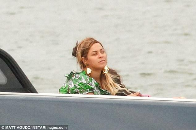 Makeup-Free Beyonce Looks Effortlessly Beautiful As Sets Sail On Luxury Yacht To Celebrate Birthday