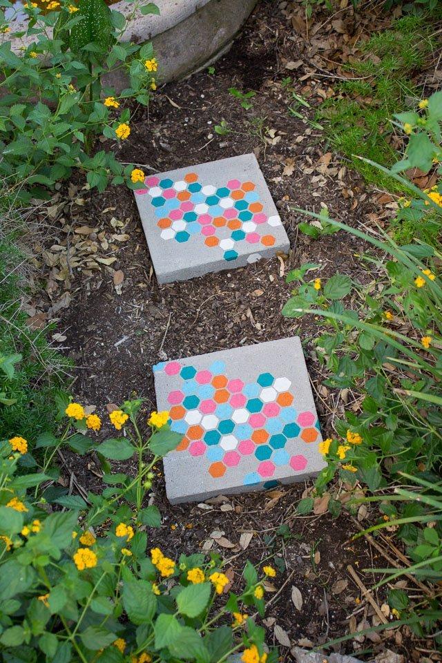 Garden-Stepping-Stones-18