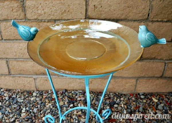 11 Brilliant DIY Bird Baths