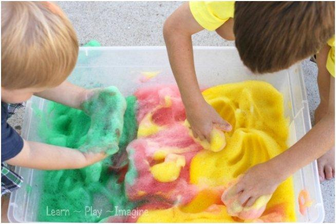 Fall sensory play - apple scented soap foam (3)