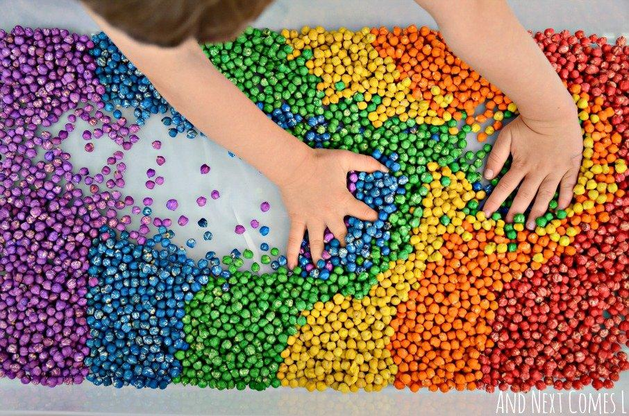 rainbow-dyed-dry-chickpeas-sensory-play-for-kids-toddlers-preschool-how-to-1