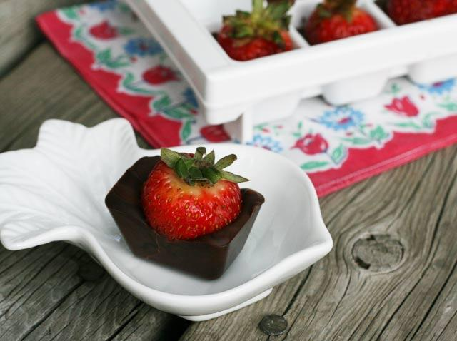 Chocolate-Covered-Strawberries-In-An-Ice-Cube-Tray