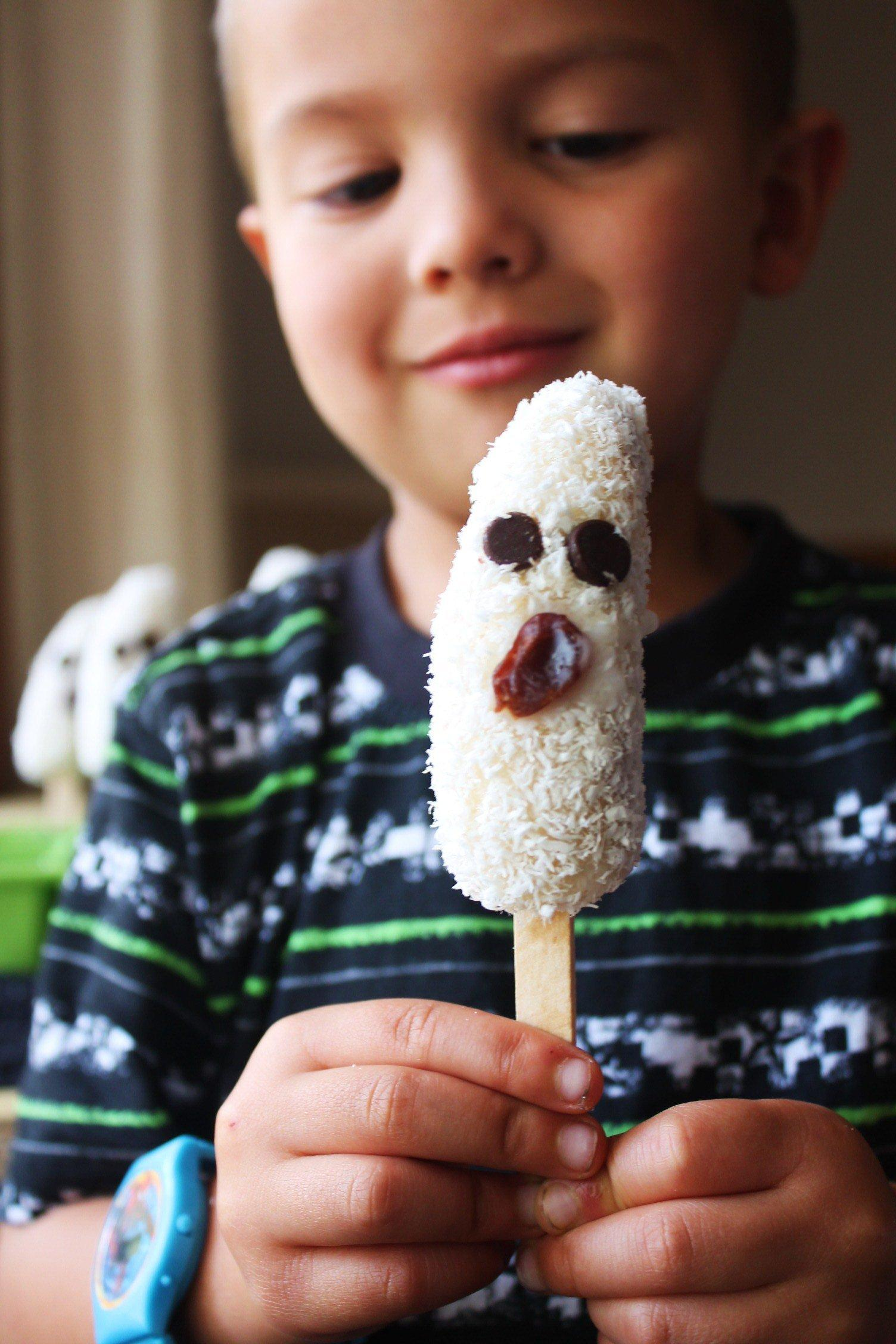 Frozen-Coconut-Banana-Ghost-Pops-A-healthy-Halloween-treat