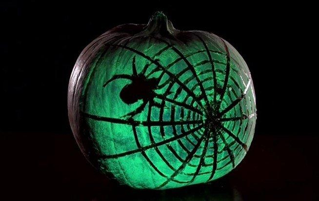 glow in the dar spray pumpkin