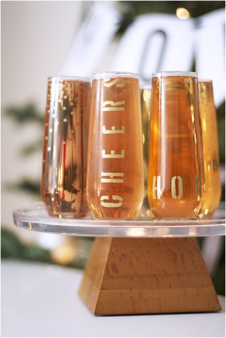 FESTIVE GOLD HOLIDAY FLUTES