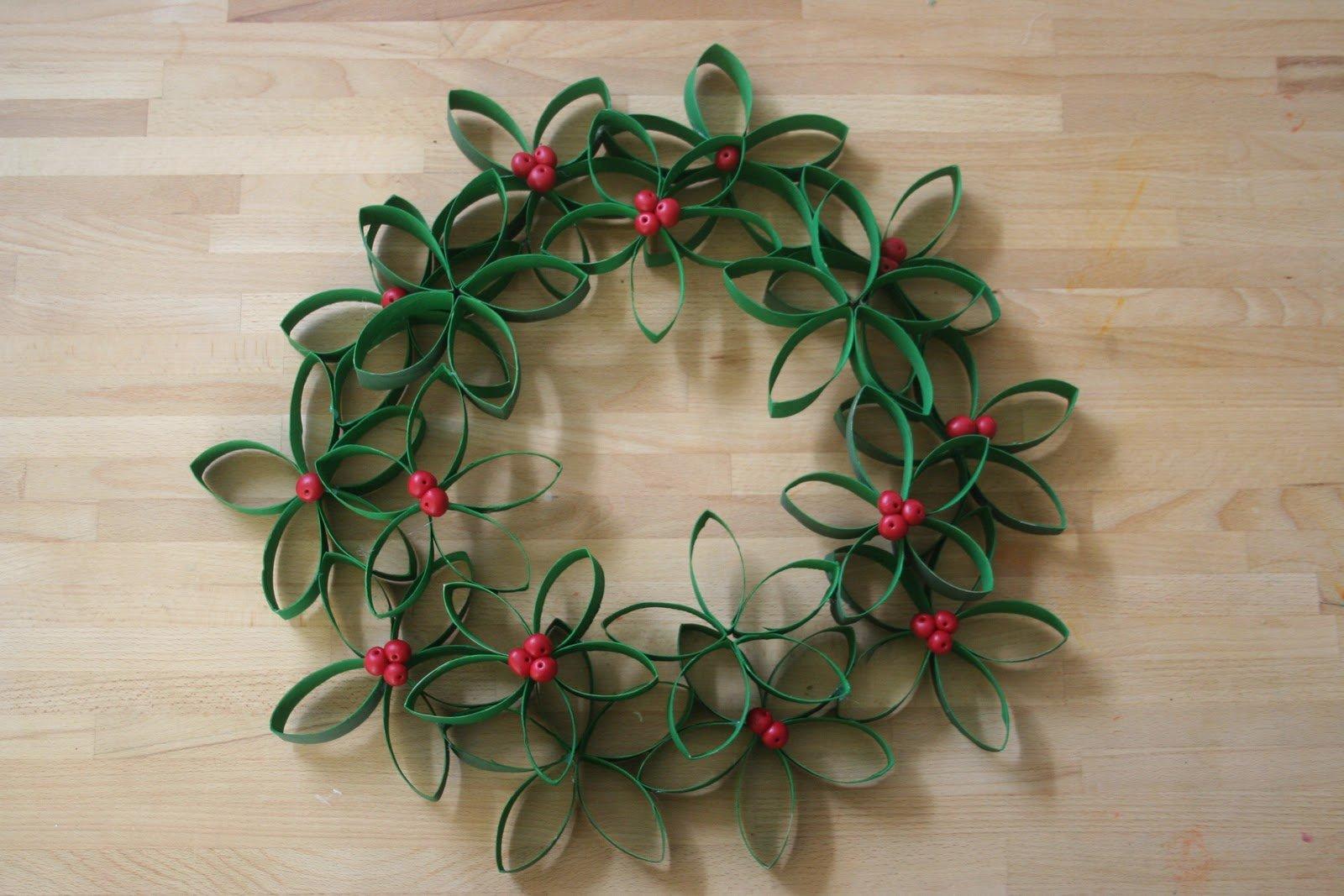 Toilet Roll Mistletoe Wreath