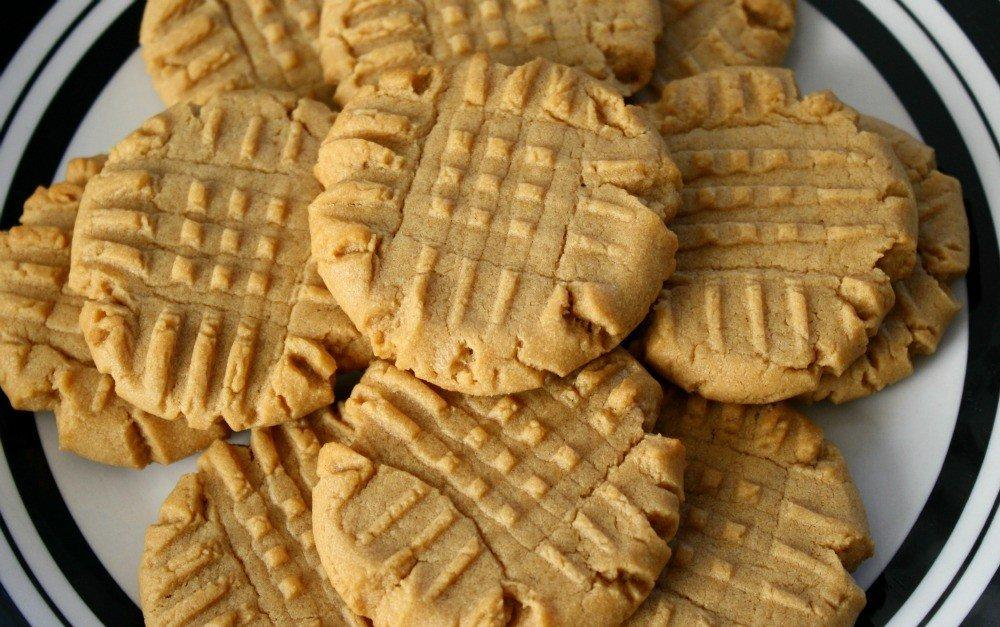 8 Amazing Recipes for Chewy Peanut Butter Cookies