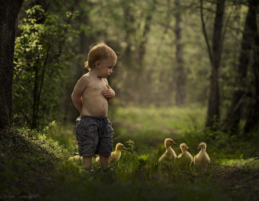 25 Images Showing The Unbreakable Bond Between Child And Pet