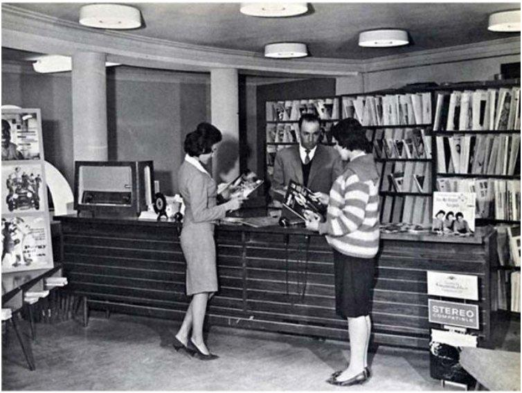 Afghan women at a public library before the Taliban seized power  1950s