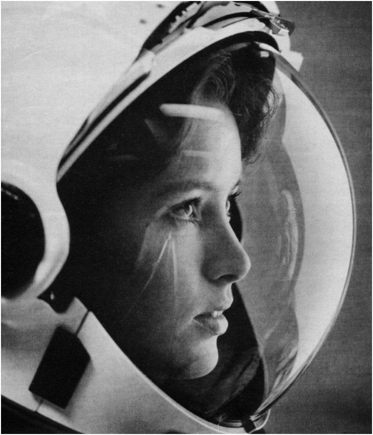 Anna Fisher, the first mother in space [1980s]