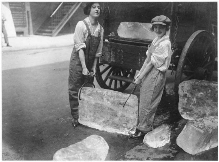 Girls deliver heavy blocks of ice after male workers were conscripted [1918]