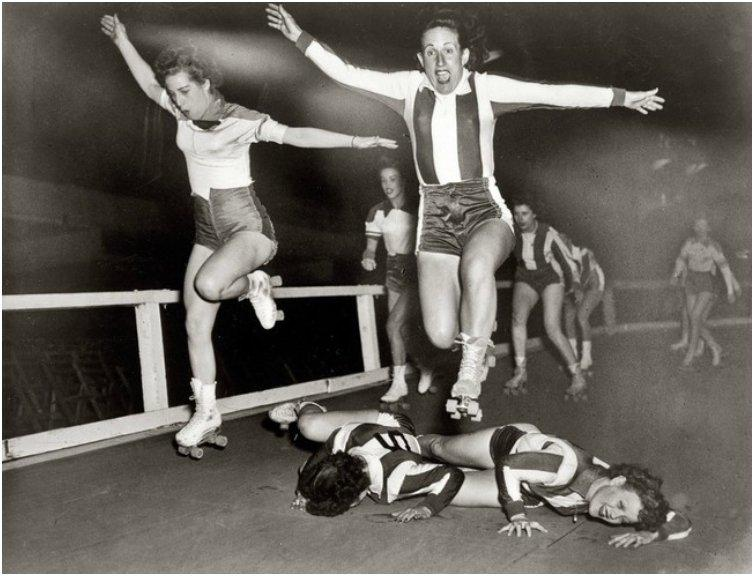 Women's league roller derby skaters in New York. [March 10, 1950]