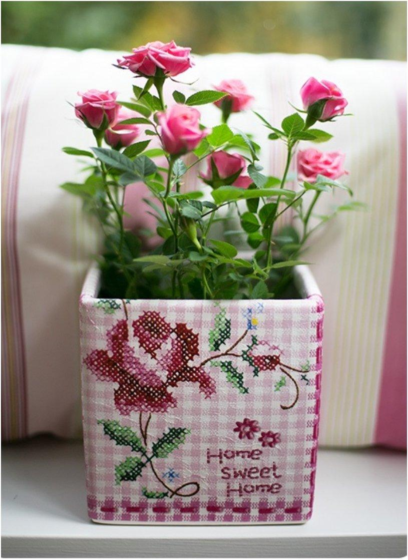 Napkin decoupage on flower pots
