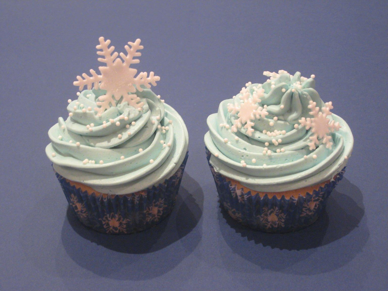 This Is How You Make Sparkly Snowflake Cupcakes Step By