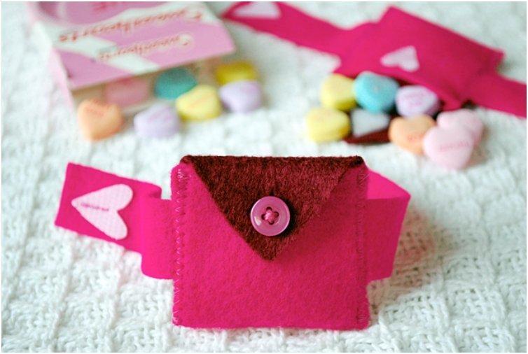Valentine s Day Felt Heart Pocket Bracelet and Mini-Purse for Kids