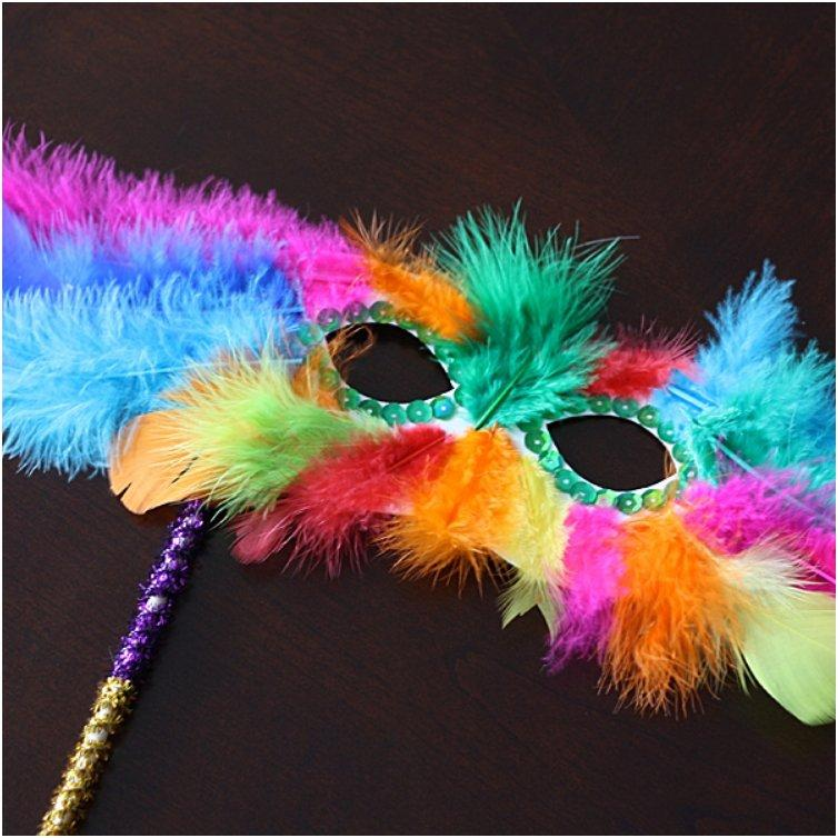 mardi-gras-feather-mask-600