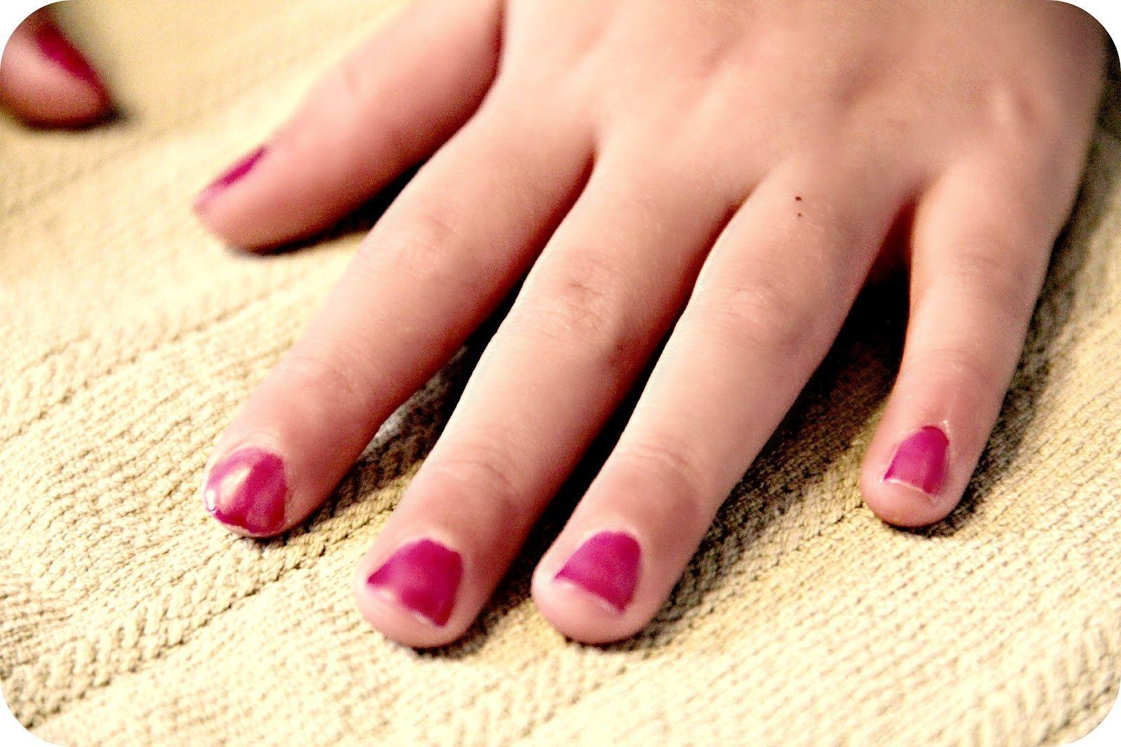 These 10 Awful Habits Are Destroying Your Nails