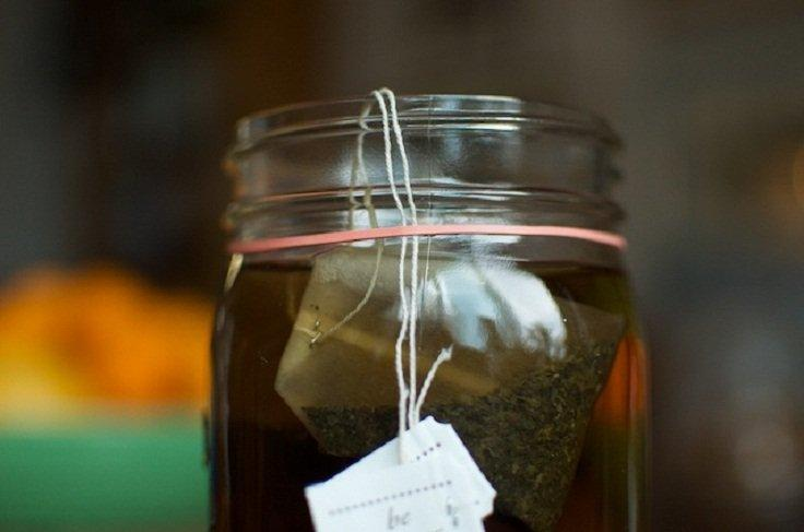 Keep Your Tea Bags in Place With an Elastic Band