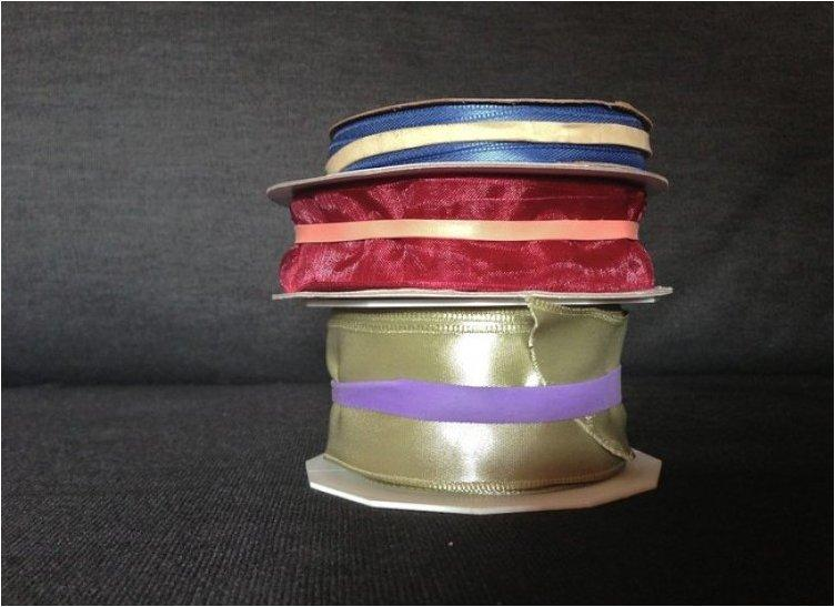 Keep ribbons from unspooling with a rubber band