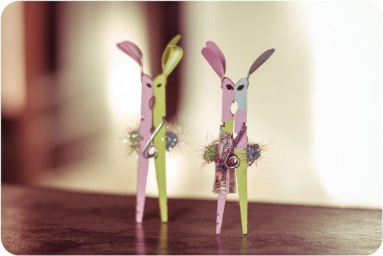 Kissing Easter Bunny Clothespins