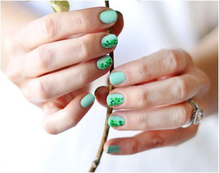 MINTY GREEN SPECKLED NAILS