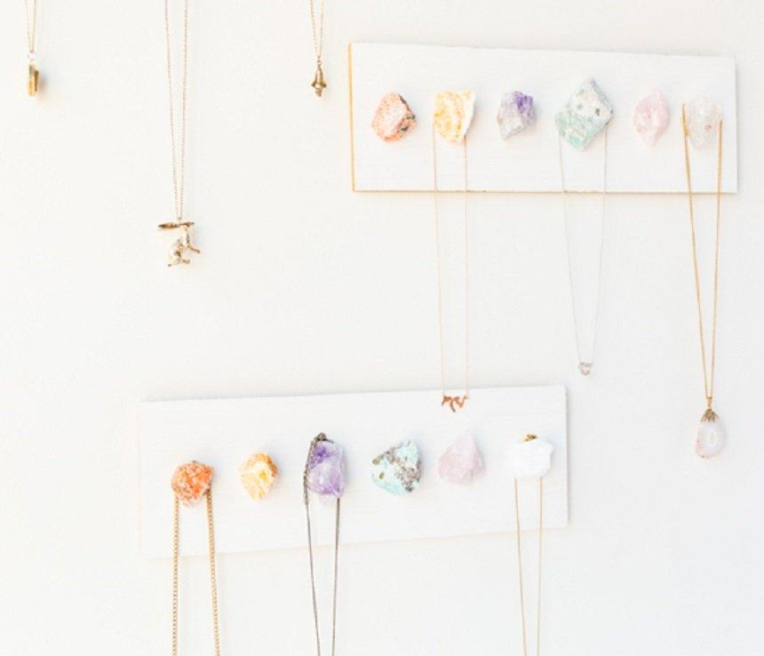 RAW CRYSTAL NECKLACE DISPLAY