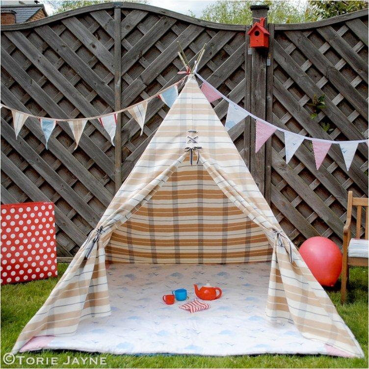 Give your kids a small space of their own with these 12 diy tents and teepees - Comment faire un tipi ...