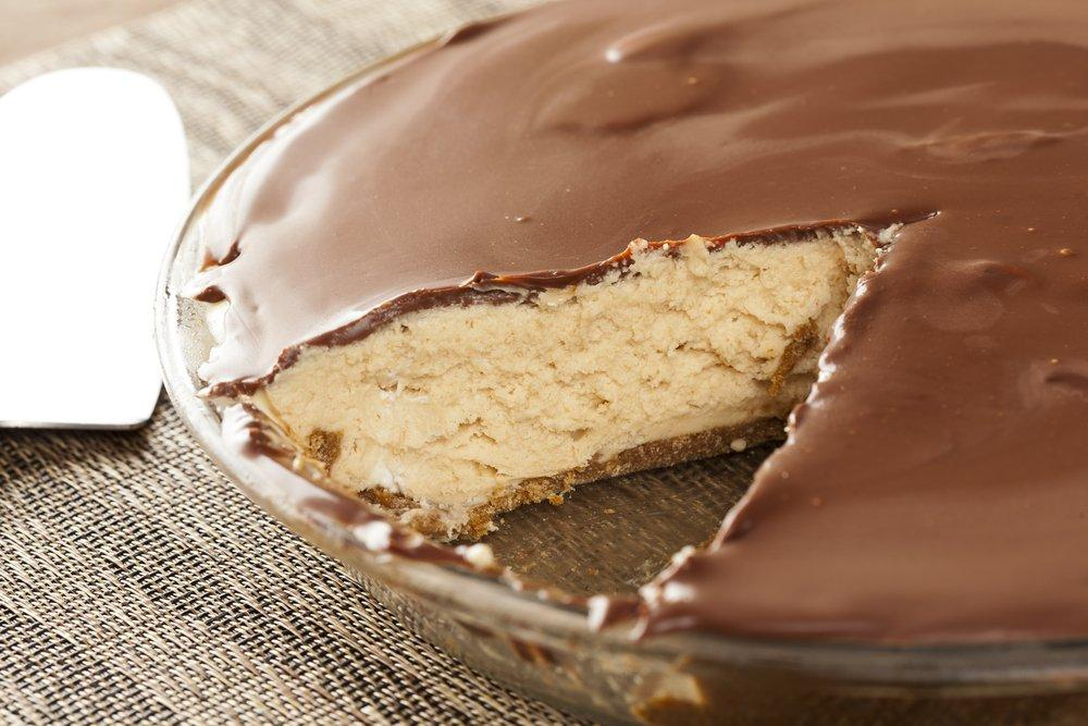 """Satisfy Your """"Sweet Tooth"""" with this Healthy Choc-Peanut Butter Protein Pie"""