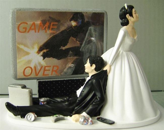 31 Funny Wedding Cake Toppers That Guarantee Laughing Tears