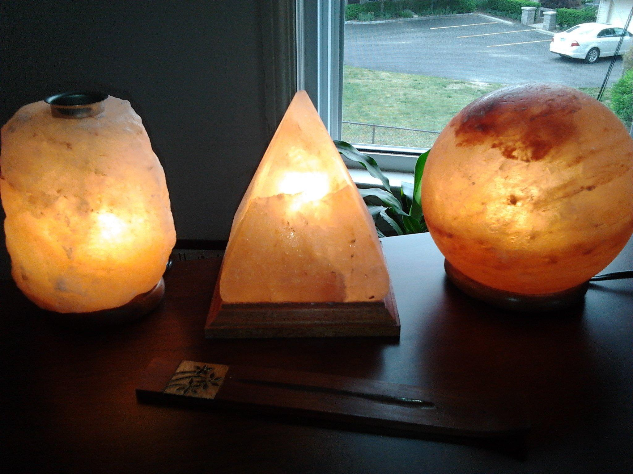 Himalayan Salt Lamp For Sleep : How to Use Himalayan Salt in Your Bedroom for Better Sleep
