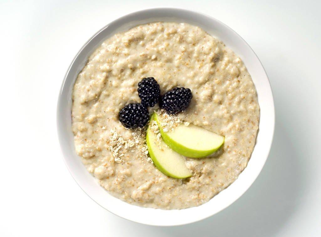 How Eating Oatmeal Every Morning Helps You Lose Weight Faster