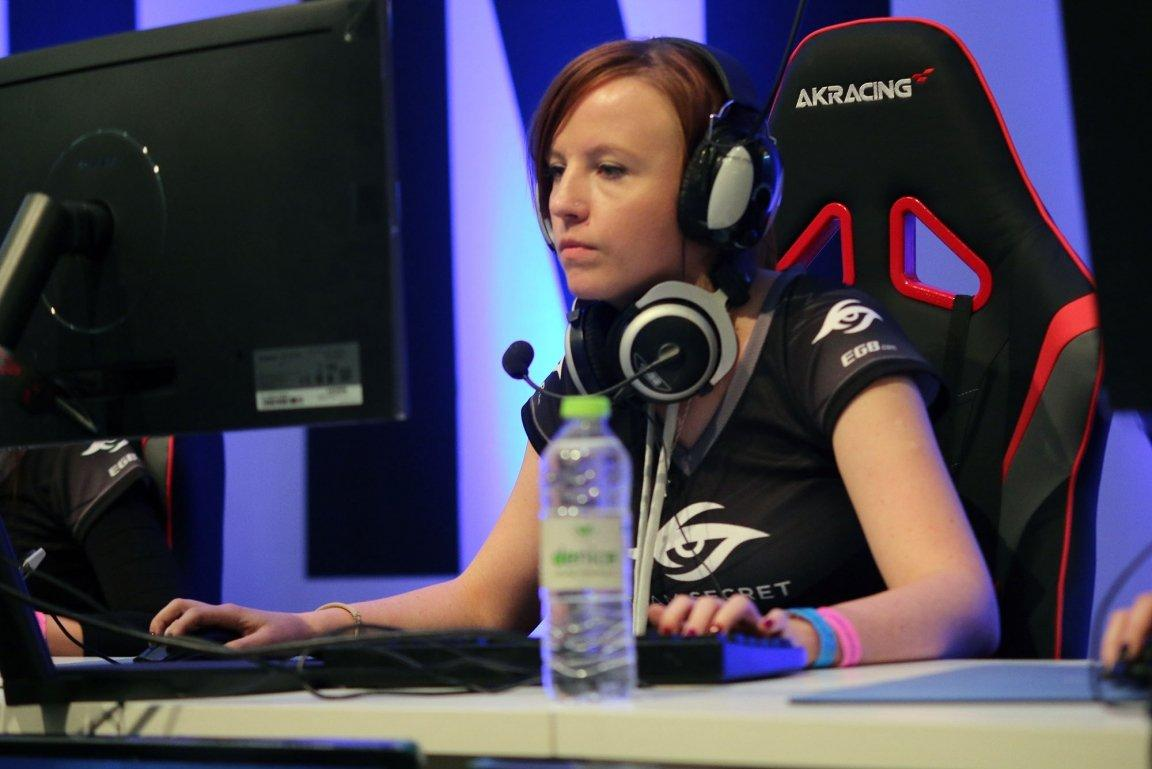 Top 10 Richest Female Esports Athletes