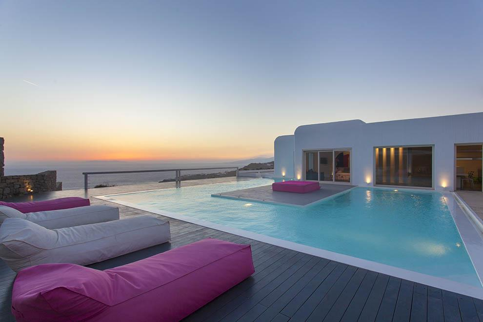 Top  reasons to visit Mykonos this summer