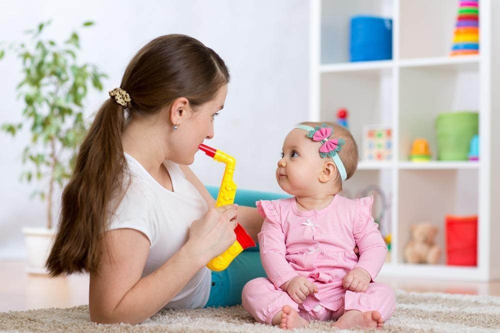 5 Things to Keep Your Baby Busy That Aren't a Screen