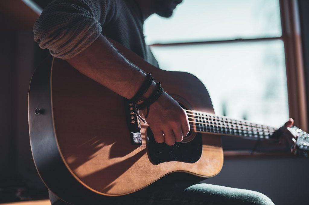 How to Choose the Right Guitar for Teen-Agers?