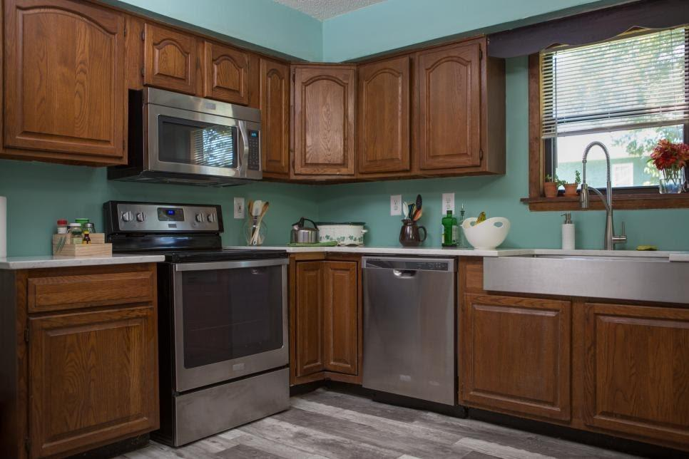 Painting Kitchen Cabinets in 8 Simple Steps