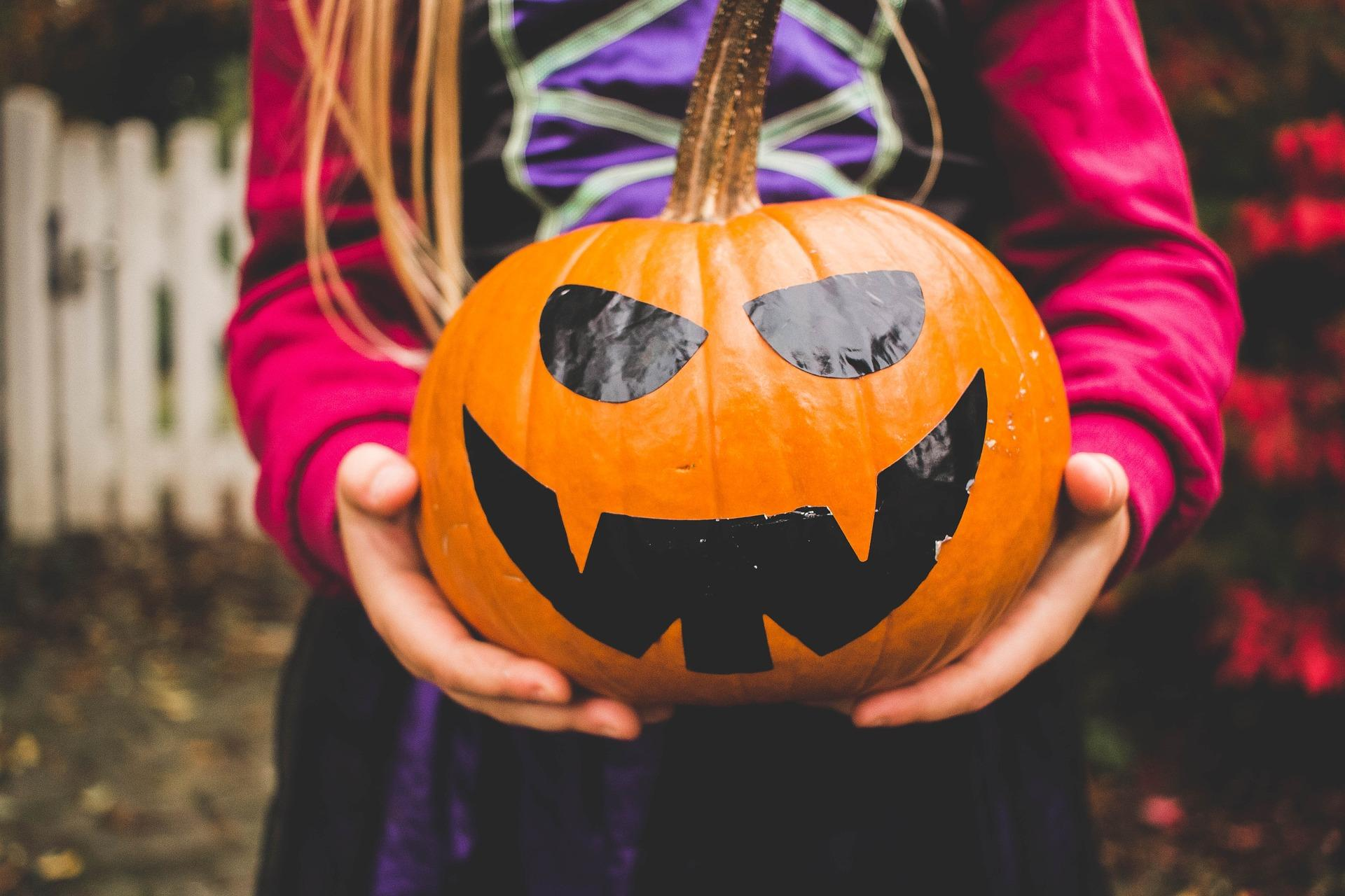 How to Have a Safe Halloween Without Complaints From the Kids
