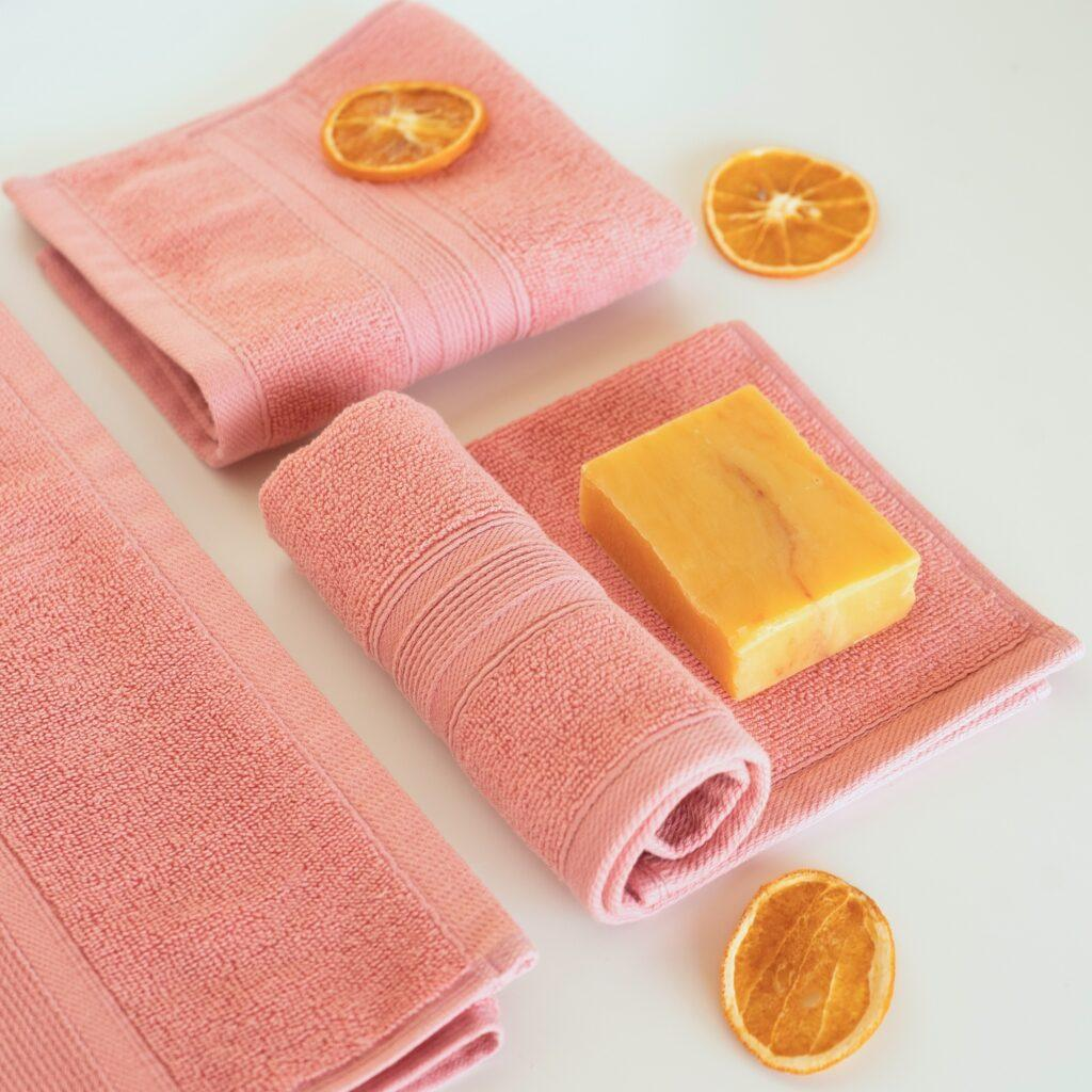Coral-Towels-Gift-Set-Lifestyle
