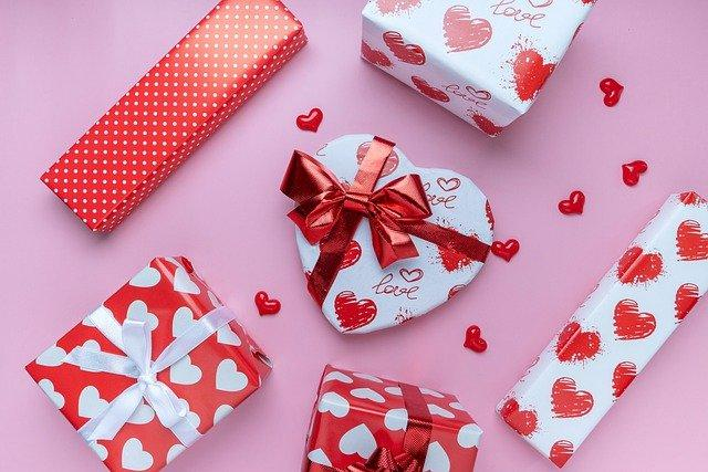 Stunning Low-Cost Valentine Gift Ideas For Couples