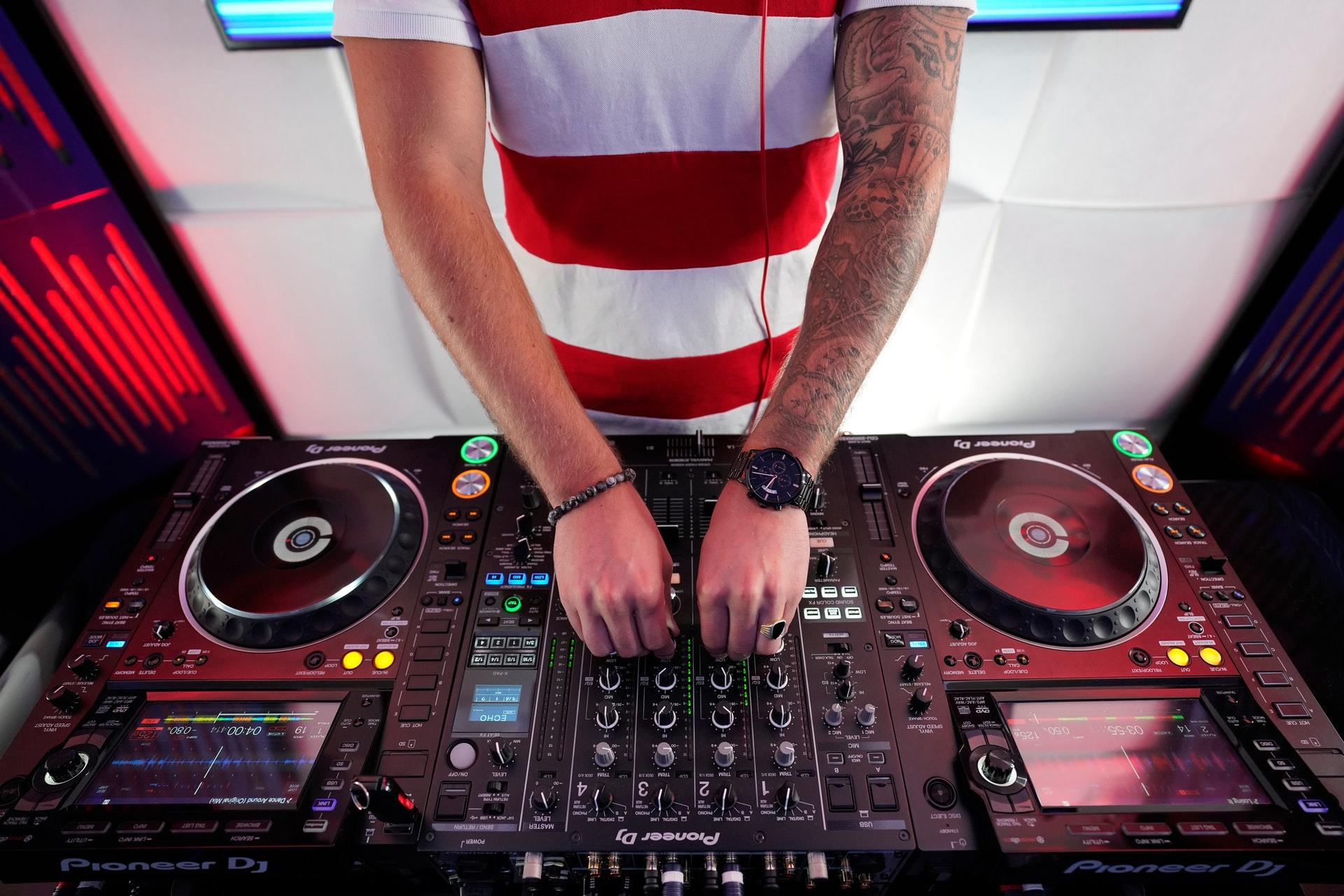 How to Find the Right DJ
