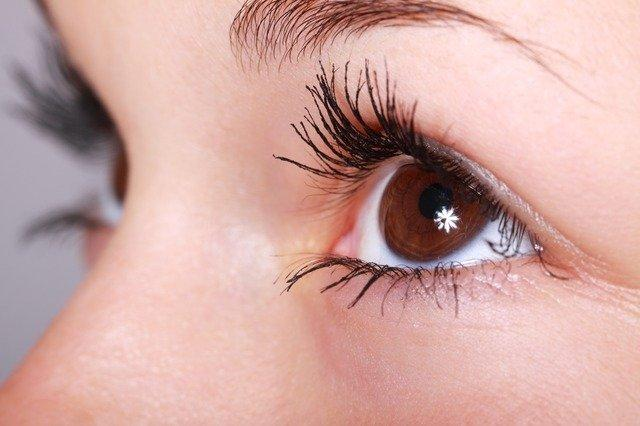 How to Clean Eyelash Extensions and Keep Them Well Maintained